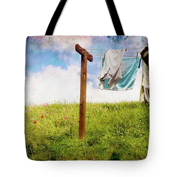 Hobbit Clothesline And Poppies Tote Bag