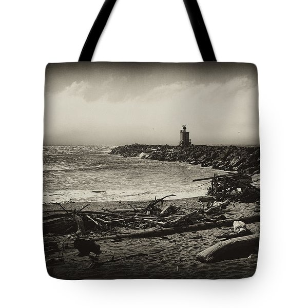 Tote Bag featuring the photograph Incoming Fog On The Coquille by Hugh Smith