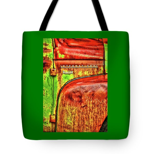 International Mcintosh Vert Tote Bag