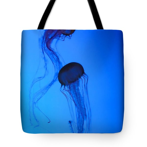Jellyfish 5 Tote Bag by Jeff Breiman