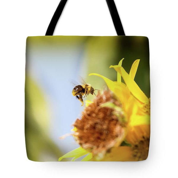 Tote Bag featuring the photograph Just Beeing Me by Annette Hugen