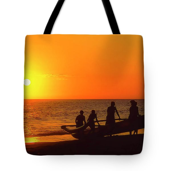 Kaanapali Women Outriggers At Sunset Tote Bag