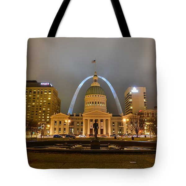 Kiener Plaza And The Gateway Arch Tote Bag