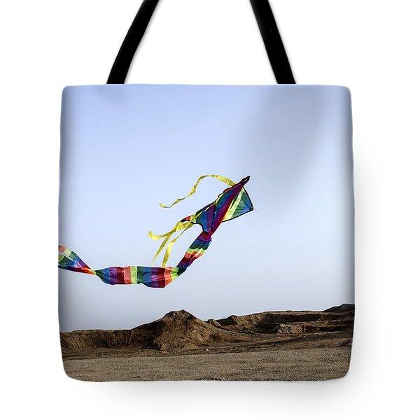Kite Dancing In Desert 02 Tote Bag