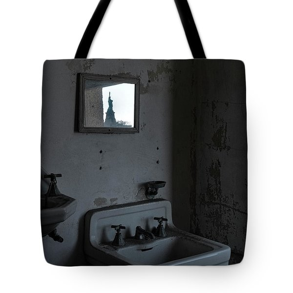 Tote Bag featuring the photograph Lady Liberty In The Mirror by Tom Singleton