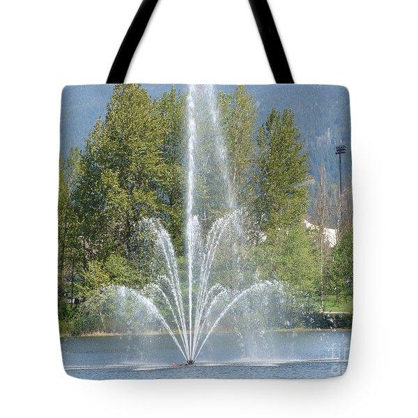 Lafarge Lake Fountain Tote Bag by Rod Jellison