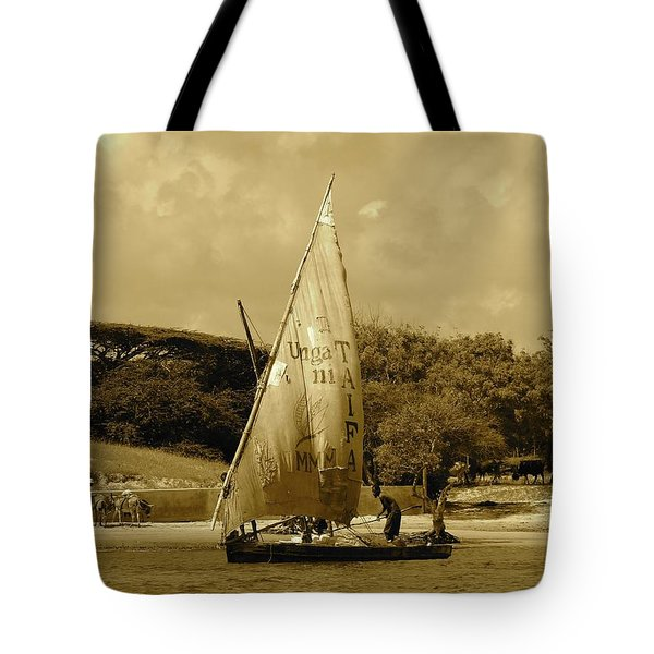Lamu Island - Taifa - Wooden Fishing Dhows Off Lamu Island - Antique Tote Bag