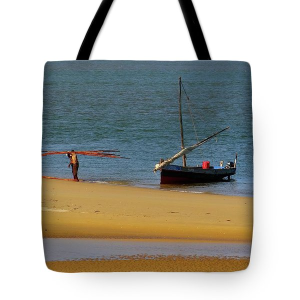 Lamu Island - Wooden Fishing Dhow Getting Unloaded - Colour Tote Bag