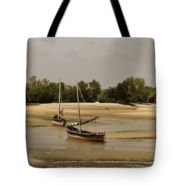 Lamu Island - Wooden Fishing Dhows At Low Tide With Pier - Antique Tote Bag