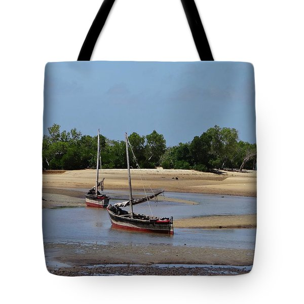 Lamu Island - Wooden Fishing Dhows At Low Tide With Pier - Colour Tote Bag