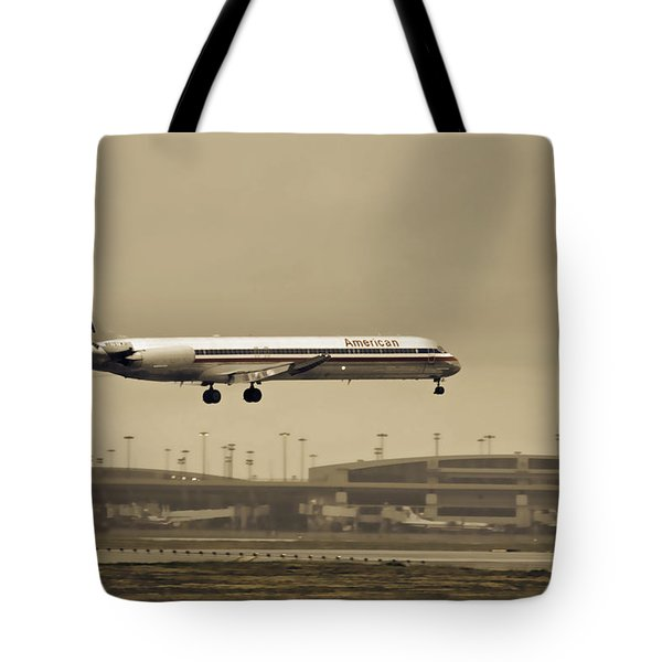 Landing At Dfw Airport Tote Bag by Douglas Barnard