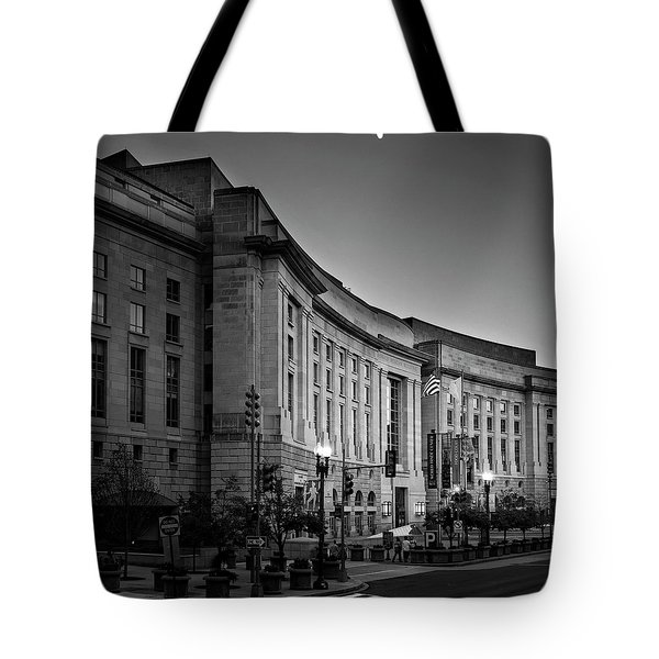 Late Evening At The Ronald Reagan Building In Black And White Tote Bag