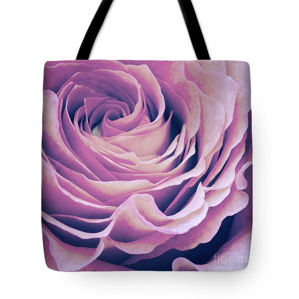 Le Petale De Rose Pourpre Tote Bag
