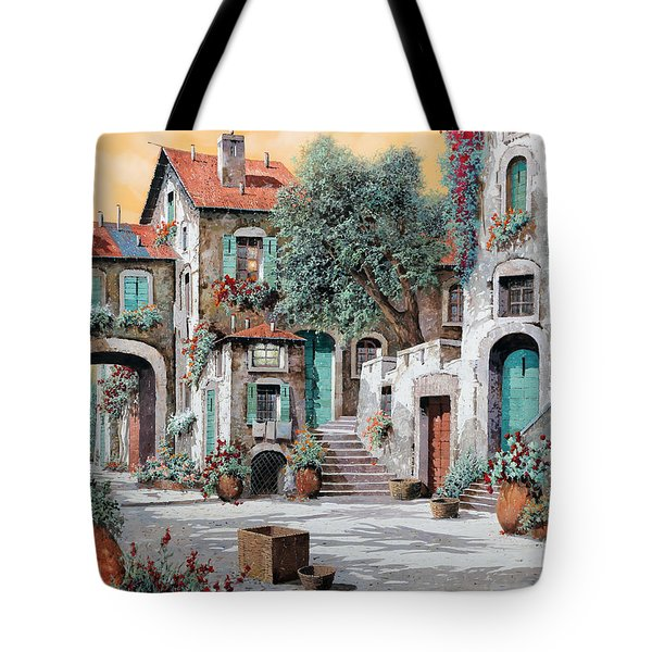 Le Scale Tra Le Case Tote Bag