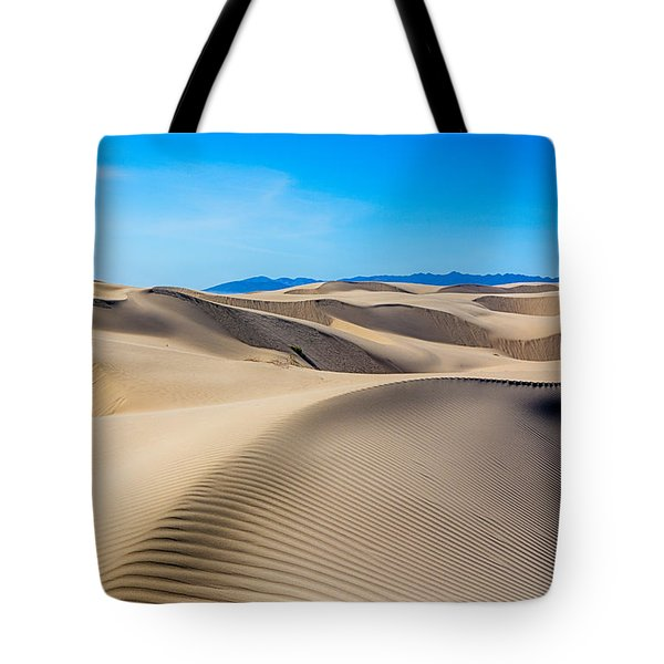 Leading Dune Lines Tote Bag