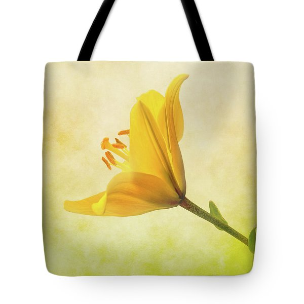 Tote Bag featuring the photograph Lemon Lily by Roy McPeak