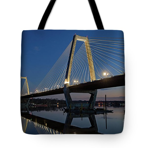 Tote Bag featuring the photograph Lewis And Clark Bridge - D009999 by Daniel Dempster