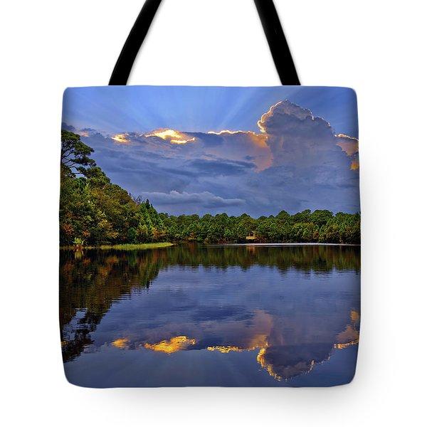 Light Beam Sunset Over Hidden Lake In Jupiter Florida Tote Bag