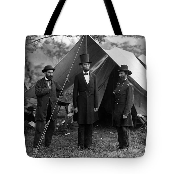 Lincoln With Allan Pinkerton - Battle Of Antietam - 1862 Tote Bag