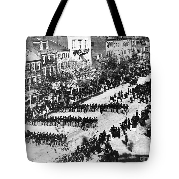 Lincolns Funeral Procession, 1865 Tote Bag by Photo Researchers, Inc.