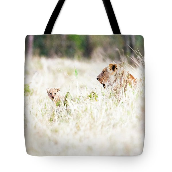 Lioness With Baby Cub In Grasslands Tote Bag