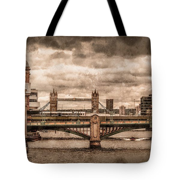 London, England - London Bridges Tote Bag