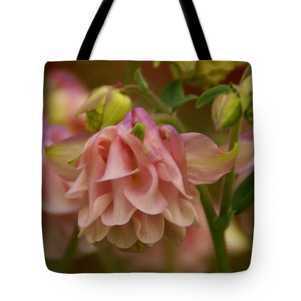 Tote Bag featuring the photograph Love Everlasting by Linda Shafer