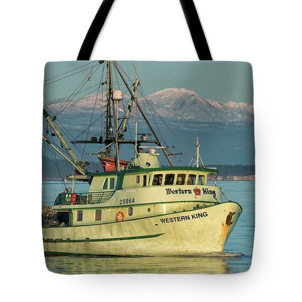 Tote Bag featuring the photograph Making The Turn by Randy Hall