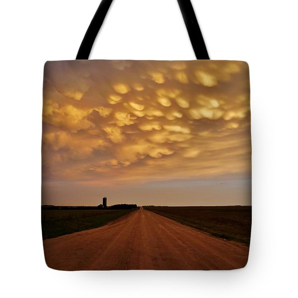 Tote Bag featuring the photograph Mammatus Road by Ed Sweeney