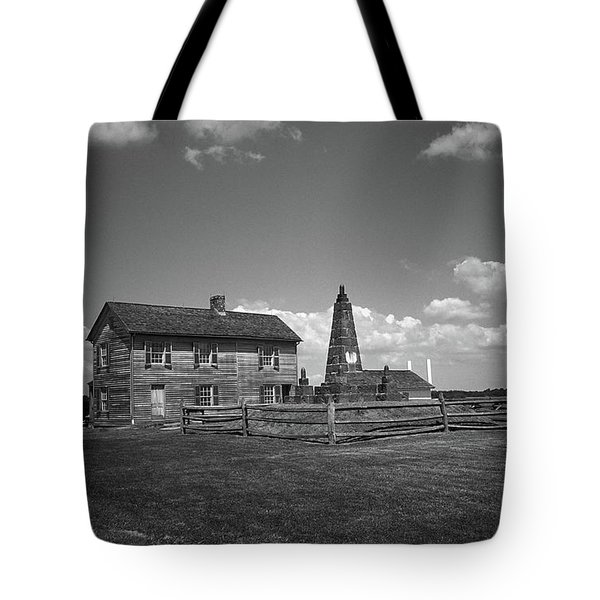 Tote Bag featuring the photograph Manassas Battlefield Farmhouse 2 Bw by Frank Romeo