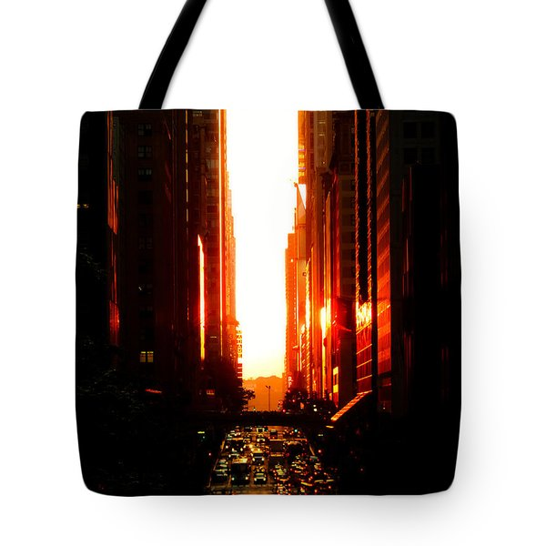 Manhattanhenge Sunset Overlooking Times Square - Nyc Tote Bag by Vivienne Gucwa