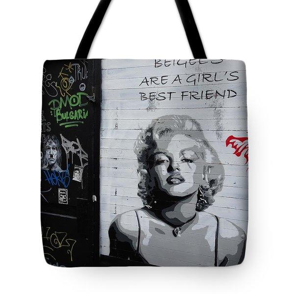 Marilyn Bagels In London   Tote Bag