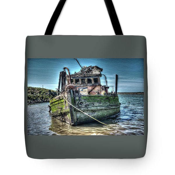Tote Bag featuring the photograph Mary D. Hume Shipwreak by Thom Zehrfeld