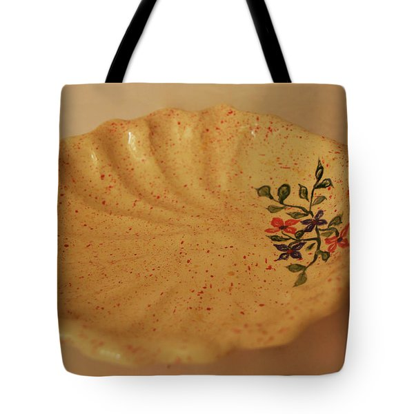 Medium Shell Plate Tote Bag