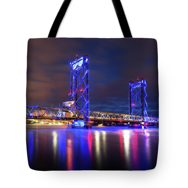 Tote Bag featuring the photograph Memorial Bridge by Robert Clifford