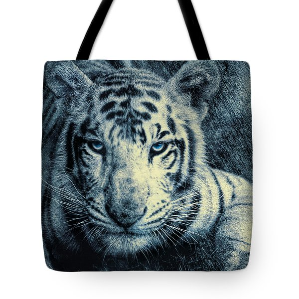 Tote Bag featuring the photograph Mesmerized by Annette Hugen