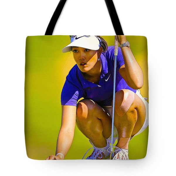 Michelle Wie Lines Up Her Putt  Tote Bag