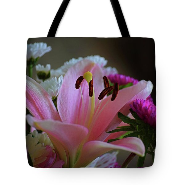 Middle Lily Tote Bag