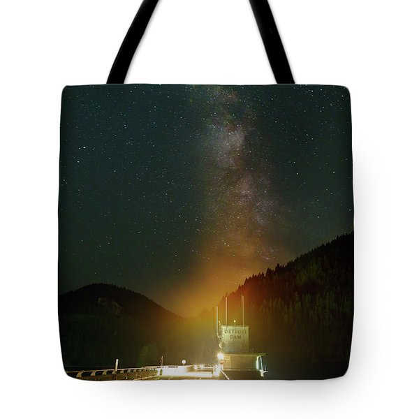 Milky Way Over Detroit Dam Tote Bag