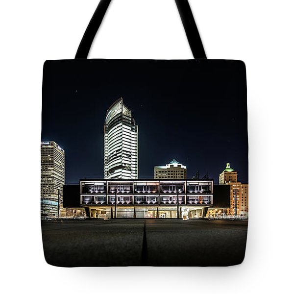 Tote Bag featuring the photograph Milwaukee County War Memorial Center by Randy Scherkenbach