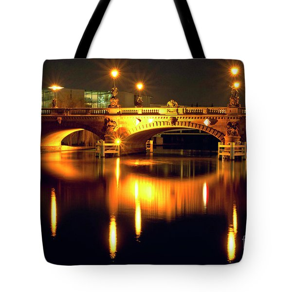 Tote Bag featuring the photograph Nocturnal Sound Of Berlin by Silva Wischeropp
