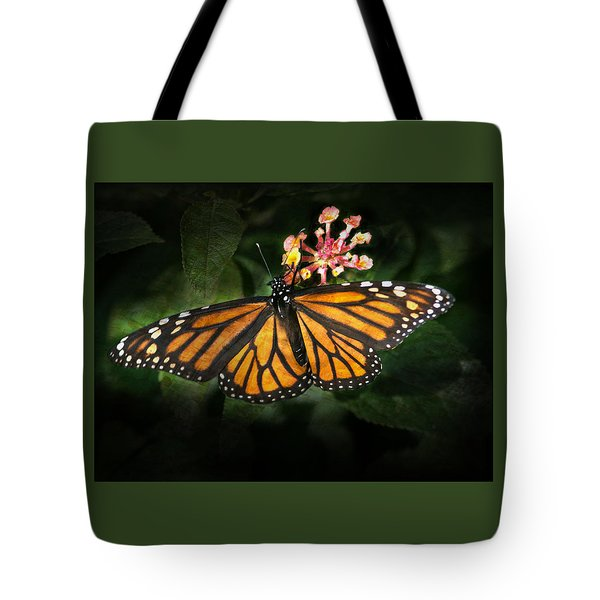 Monarch Butterfly On Lantana Tote Bag