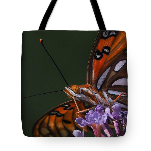Monarch Butterfly Closeup Tote Bag