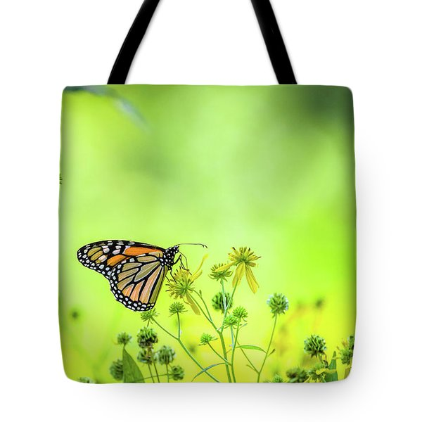 Tote Bag featuring the photograph Monarch Butterfly by Lori Coleman
