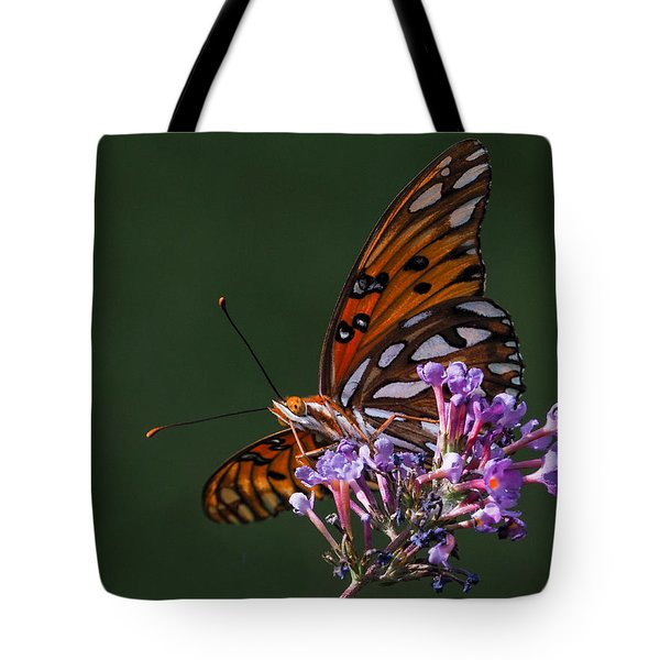 Monarch Butterfly On A Butterfly Bush Tote Bag