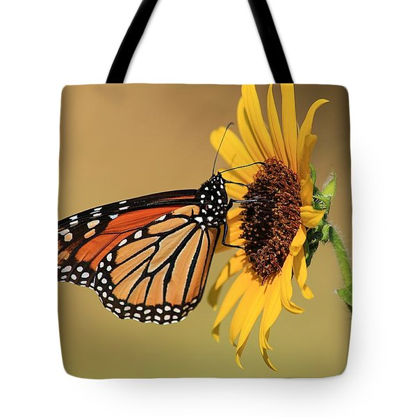Monarch Butterfly On Sun Flower Tote Bag