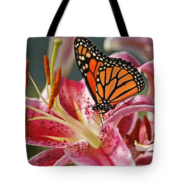 Monarch On A Stargazer Lily Tote Bag