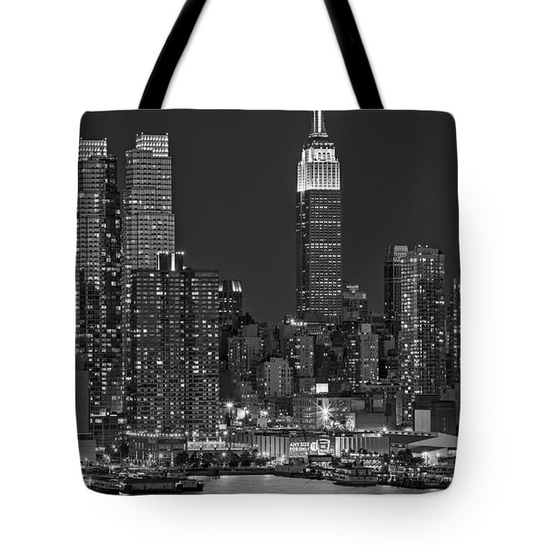 Moonrise Along The Empire State Building Bw  Tote Bag