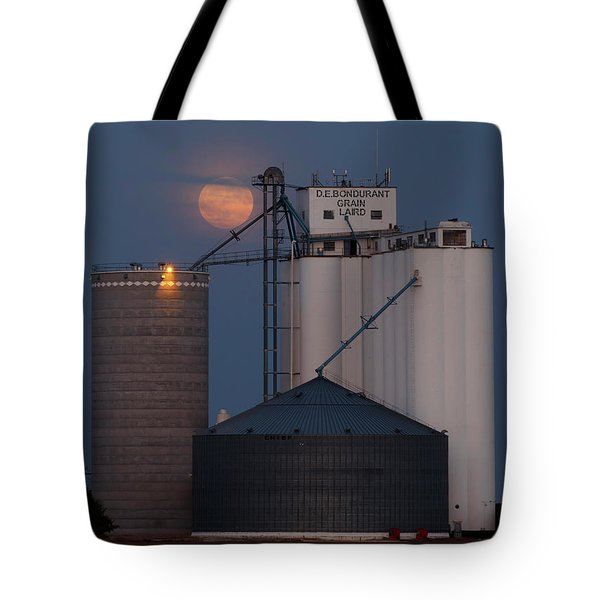 Tote Bag featuring the photograph Moonrise At Laird -01 by Rob Graham