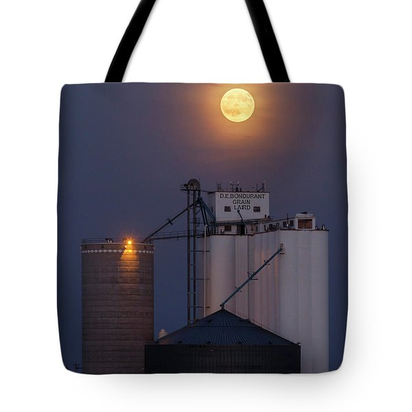 Tote Bag featuring the photograph Moonrise At Laird -02 by Rob Graham